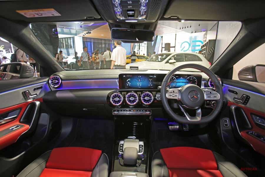 「4ドア・クーペのガソリン仕様、新型CLA 250 4マティックの内装」