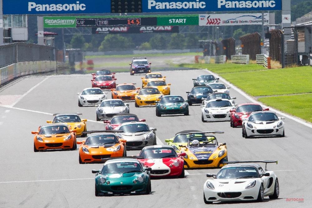 400台以上の新旧ロータスが富士スピードウェイに集合した。