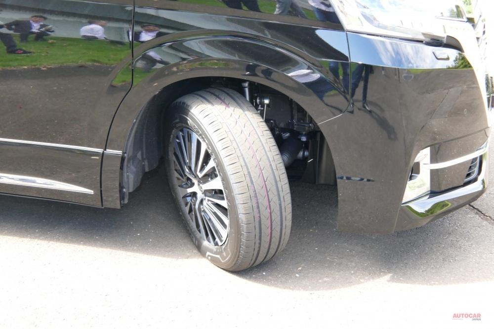駆動方式がFRとなるトヨタ・グランエース、前輪の切れ角は45°もある