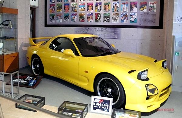 作者であるしげの秀一がファーストオーナーの平成4年式マツダRX-7も展示されている。
