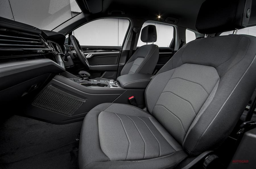 フォルクスワーゲン・トゥアレグ 3.0 V6 TDI 4モーション SE(英国仕様)