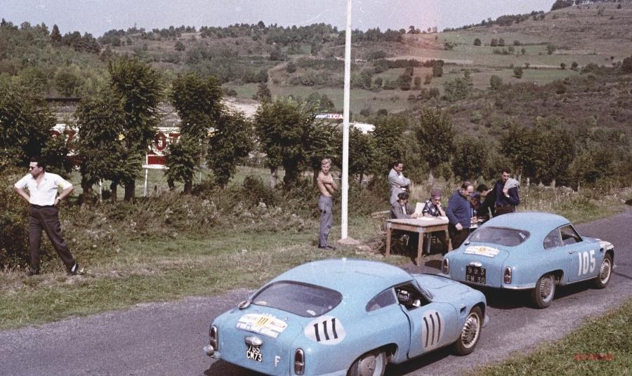 HBR4の後ろに並ぶDBル・モンスト(1959年)