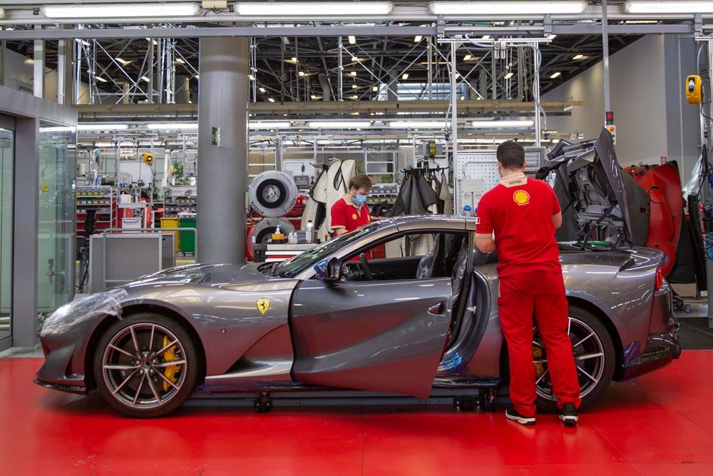 量産V12の生産ラインで完成を迎えるフェラーリ812 GTS。