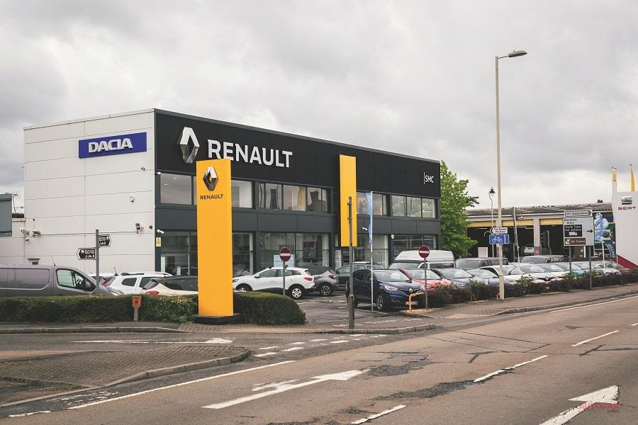 自動車業界ではディーラー店舗の営業再開を待ち望んでいる。