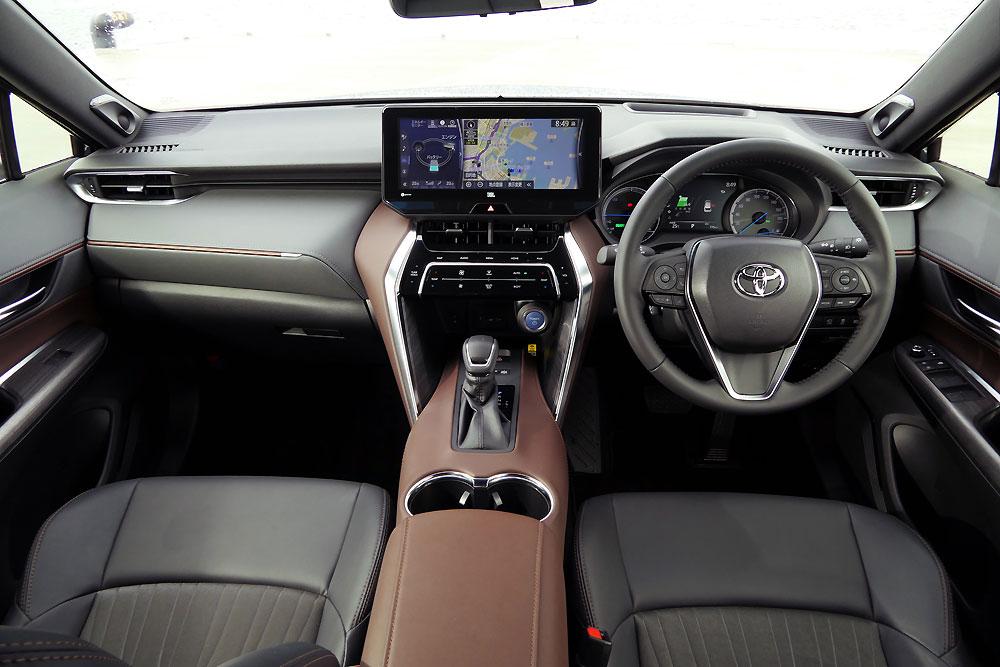 トヨタ・ハリアーZ(ハイブリッド/FF/ストレートグレーメタリック)の前席内装。