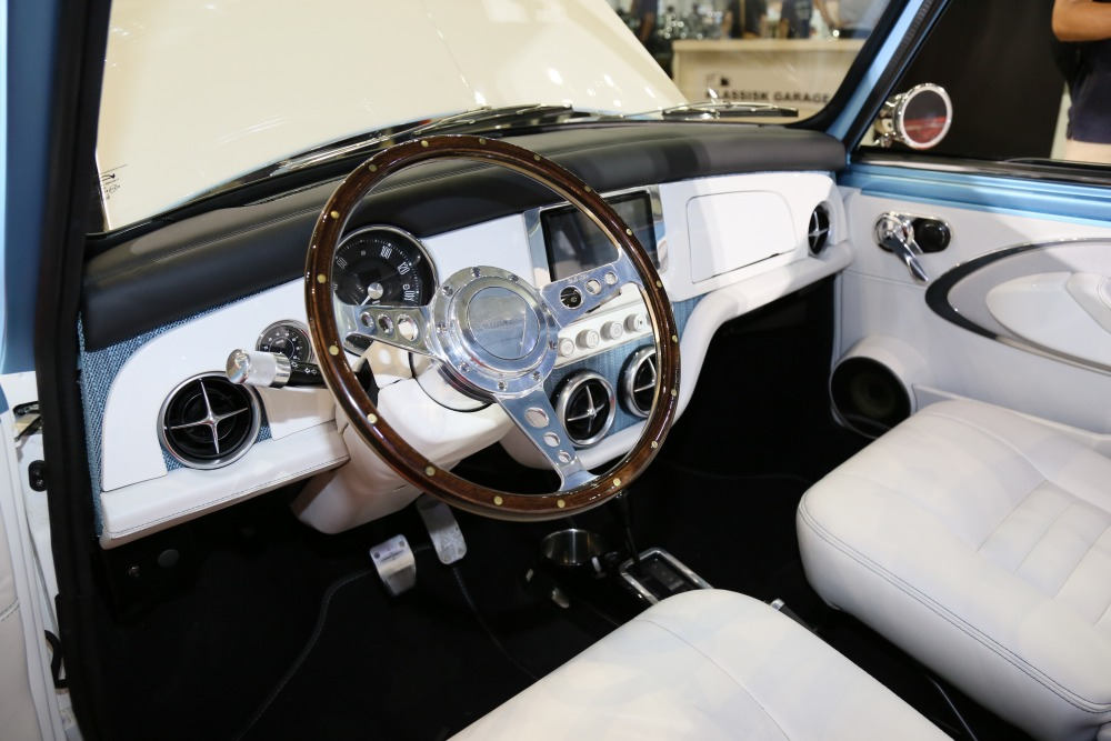 Front Seat Interior of DBA Mini Remastered Day Tripper