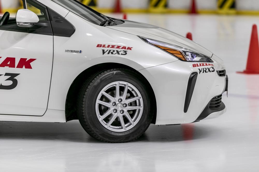 11代目になったブリザックには「VRX3」の名が与えられた。全111サイズが、9月1日以降、順次発売される。