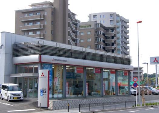 三菱の販売店(写真は神奈川県川崎市の新百合ヶ丘店。なお、取材をおこなった店舗とは異なります。)